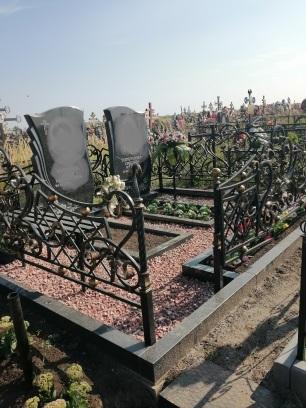 Благоустройство мест захоронения (мраморная крошка)