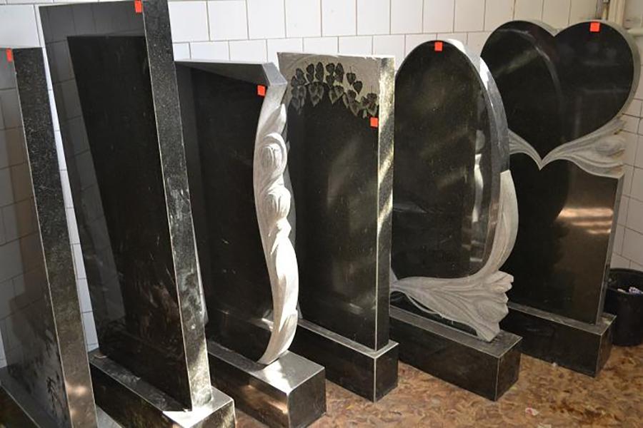 Распродажа выставочных образцов монументов и памятников